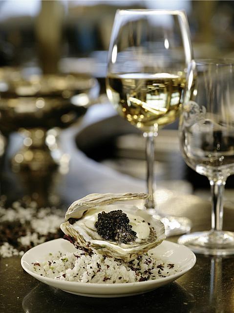 Kaviar, Auster, Weißwein auf Meyers Keller